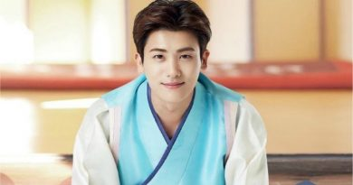 "Park Hyung Sik, Bowing in his Hanbok, ""Happy New Year!"""